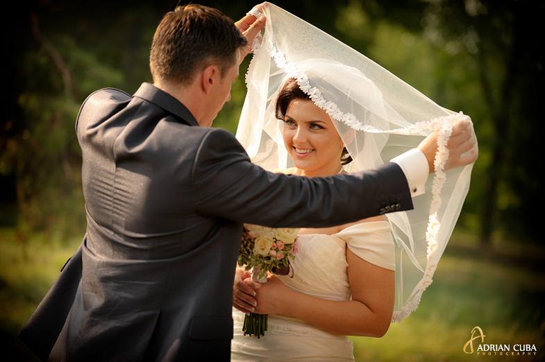 Miri la sedinta foto nunta in Gradina Botanica Iasi.
