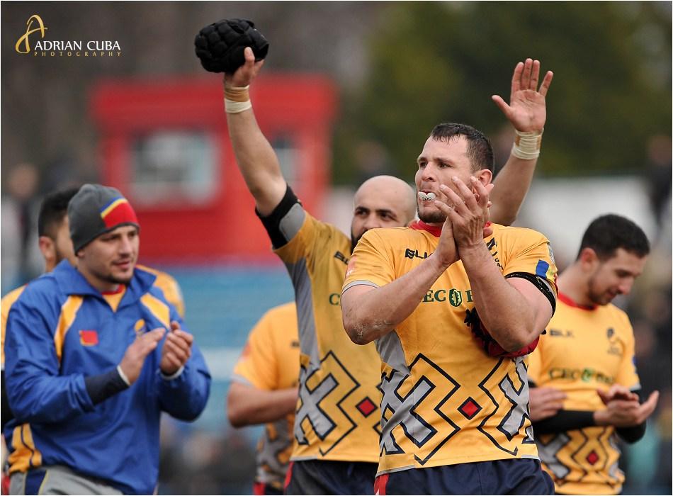 Jucatorii se bucura la finalul meciului de rugby Romania-Rusia 30-0