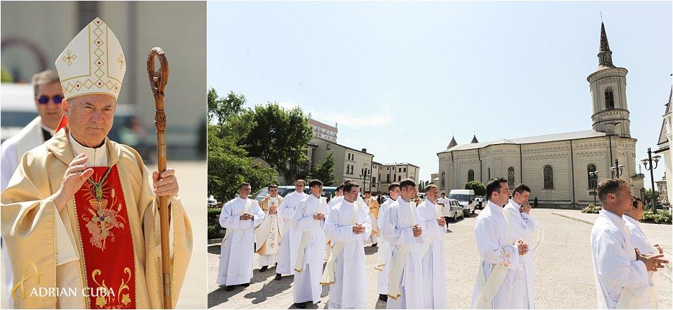 PS petru Gherghel, episcop de Iasi, participa la sfintirea a 13 preoti.
