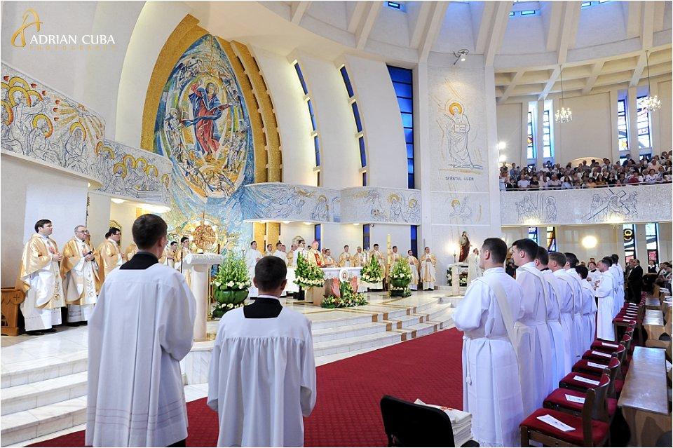 "13 preoti au fost hirotoniti in catedrala catolica ""Sfanta Fecioara Maria, Regina"" din Iasi, in anul 2017"
