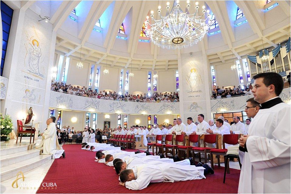 "13 preoti sunt hirotoniti in catedrala catolica ""Sfanta fecioara Maria, regina"" din Iasi"