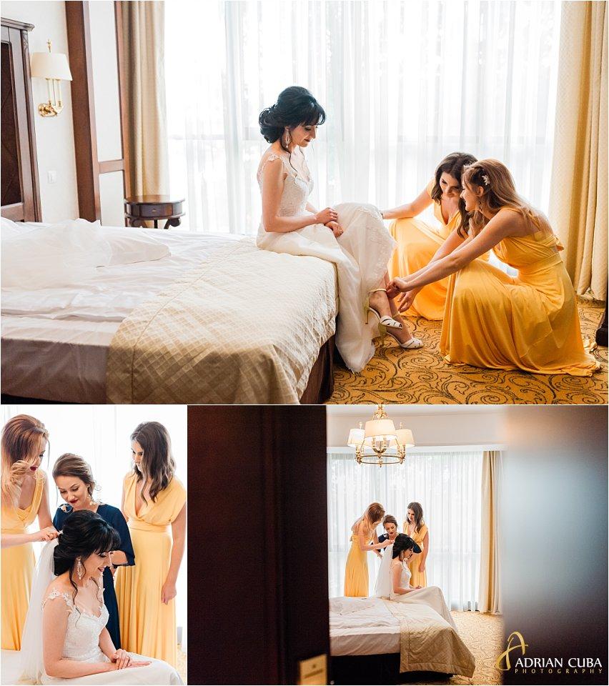 Mireasa este gatita de catre domnisoarele de onoare, la hotel Bellaria Iasi.