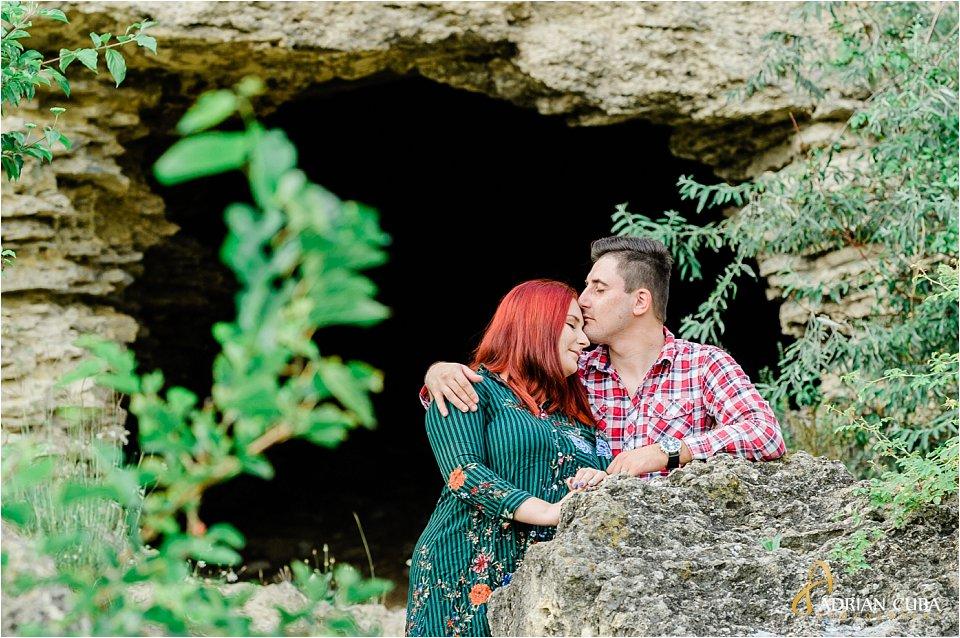 Tineri indragostiti la sesiune foto logodna Iasi fotograf Adrian Cuba