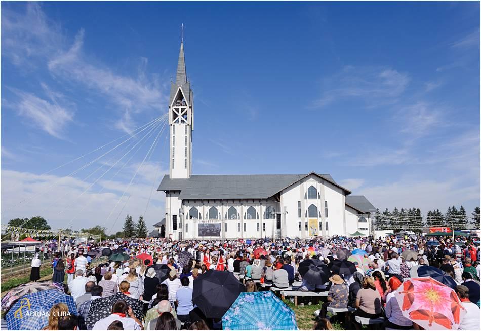 """Biserica""""Adormirea Maicii Domnului"""" din Nisiporeşti, unde este inmormantata fericita Veronica antal."""