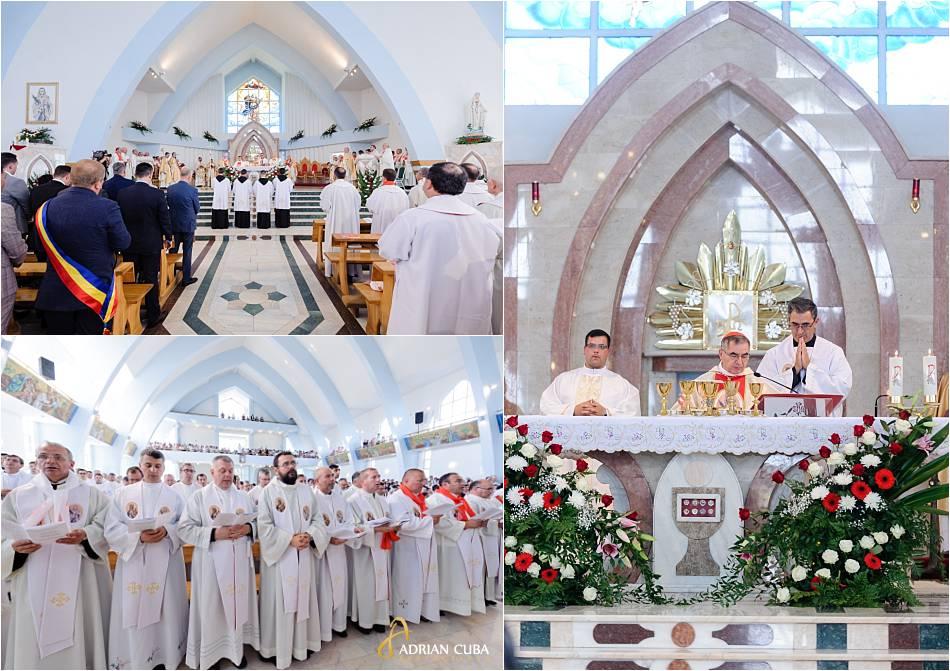 """Preoti in biserica """"Adormirea Maicii Domnului""""de la Nisiporesti."""
