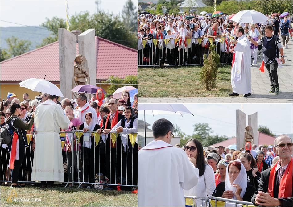 Crestini se impartasesc la slujba de beatificare a fericitei Veronica Antal.