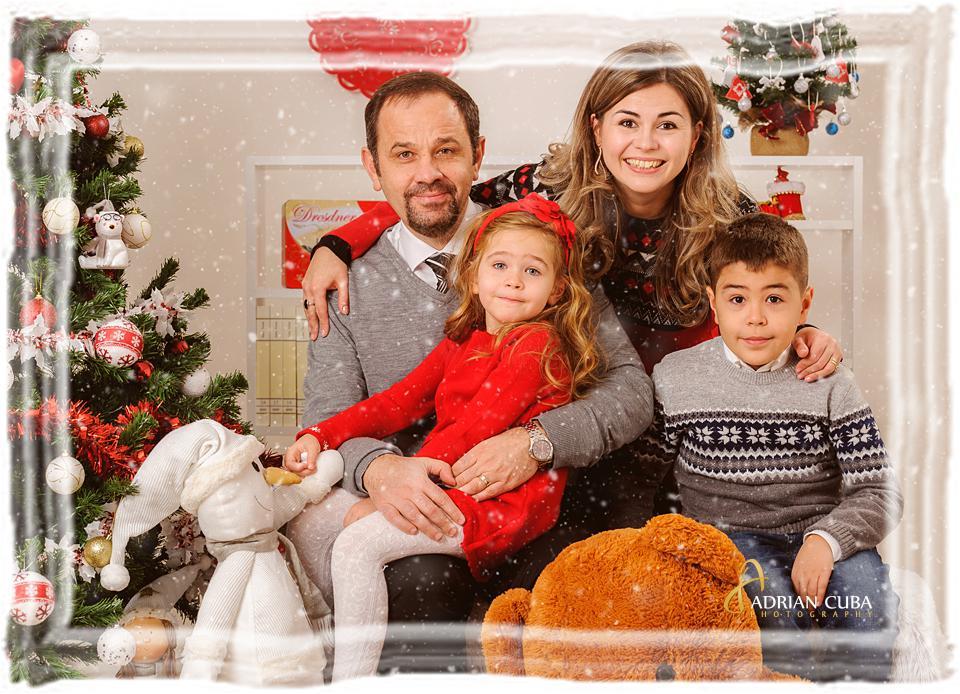 Sedinta foto de familie de Craciun, la studio foto Iasi