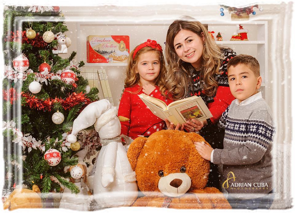 Parinti si copii la sedinta foto Craciun, in studio foto Iasi.