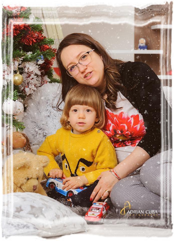Mama si fiu la sedinta foto copii in Iasi.