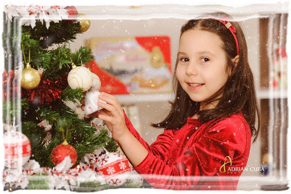 Portret de copil la sedinta foto Craciun.
