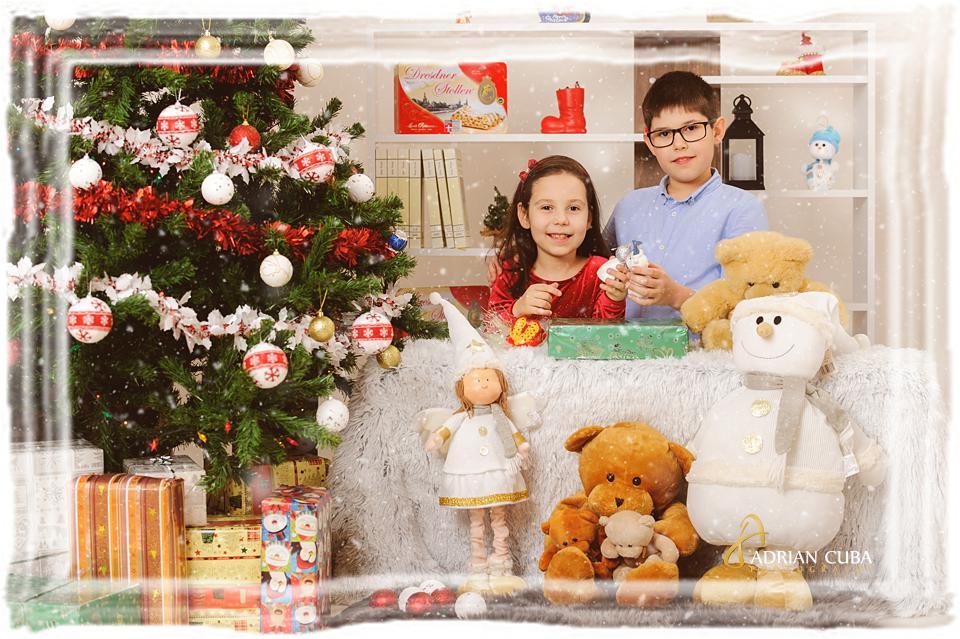 Copii la sedinta foto Craciun in studio foto Iasi.