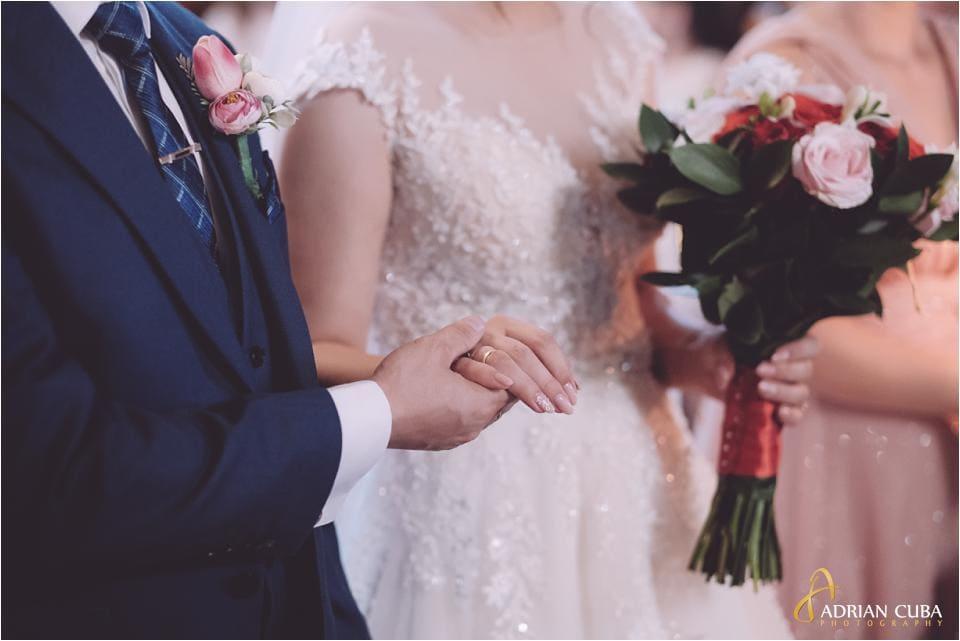 Cununia religioasa., mirele si mireasa, inelul de nunta, buchetul miresei