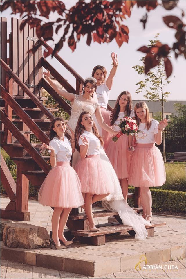 Mireasa si domnisoarele de onoare la sedinta foto nunta Vaslui.