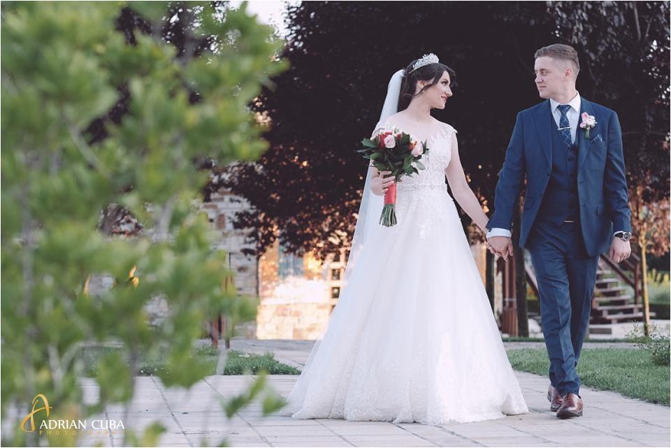 Mire si mireasa la sedinta foto de nunta.