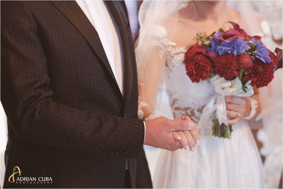 fotograf nunta barlad, mirii la biserica
