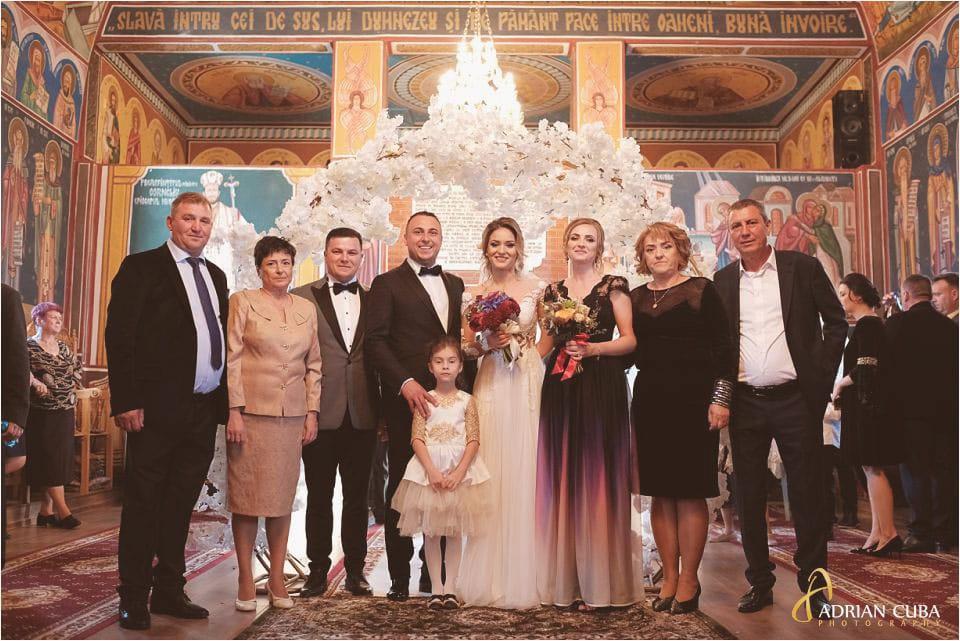 Fotografie de grup la nunta in biserica Barlad