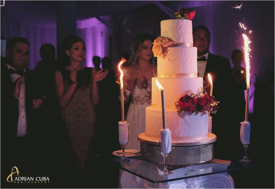 Tortul mirilor la restaurant Mira, fotograf nunta Barlad