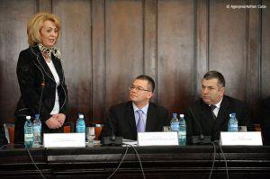 Adrian-Cuba-primul-ministru-Mihai-Razvan-Ungureanu-Iasi-06.jpg