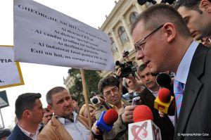 Adrian-Cuba-primul-ministru-Mihai-Razvan-Ungureanu-Iasi-18.jpg