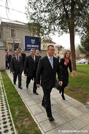 Adrian-Cuba-primul-ministru-Mihai-Razvan-Ungureanu-Iasi-20.jpg