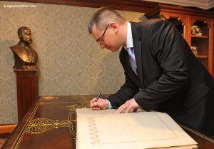 Adrian-Cuba-primul-ministru-Mihai-Razvan-Ungureanu-Iasi-22.jpg