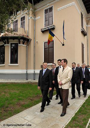 Adrian-Cuba-primul-ministru-Mihai-Razvan-Ungureanu-Iasi-31.jpg