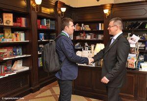 Adrian-Cuba-primul-ministru-Mihai-Razvan-Ungureanu-Iasi-33.jpg